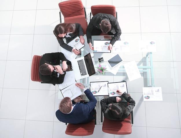 복사 공간이 있는 사무실 직장사진의 상위 뷰비즈니스 팀