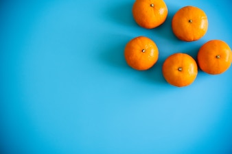 Topview of orange with desktop on plates blue background. topview or flat lay fruit.