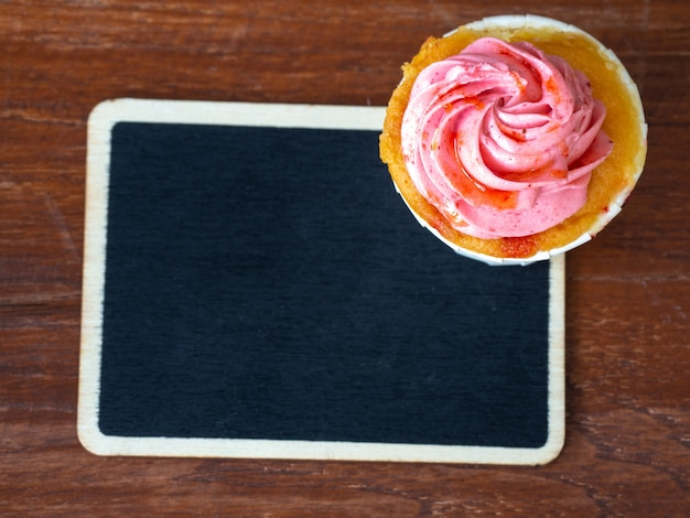 Topview of strawberry cupcake and blackboard
