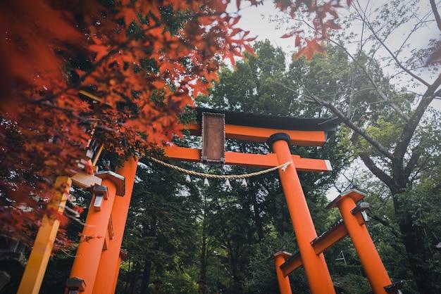 富士吉田の昼間の春、礼拝堂の鳥居門