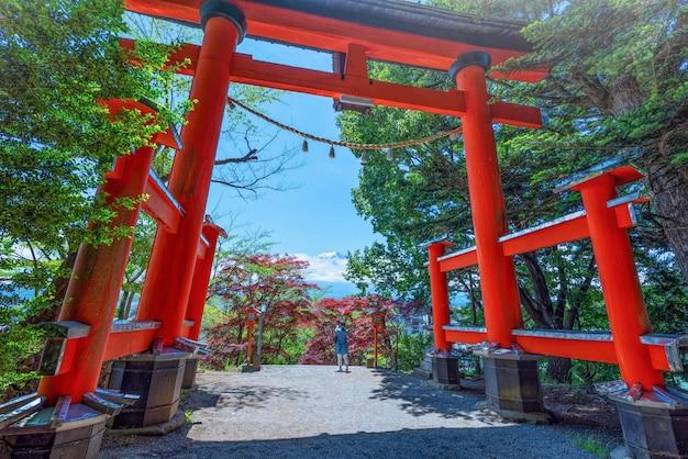チレイト塔の鳥居に山頂があります。富士