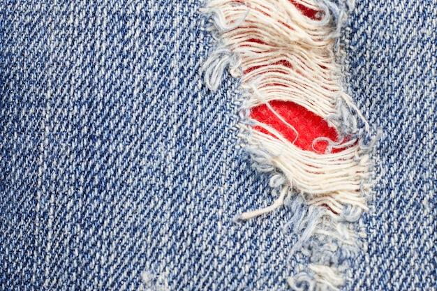 Рваная джинсовая текстура джинсов.