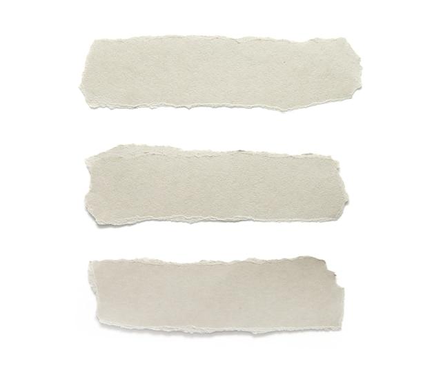찢어진 종이. 찢어진 된 조각 종이 흰색 절연의 컬렉션입니다.