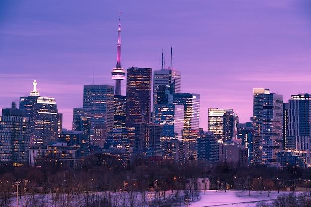 Горизонты города торонто после заката