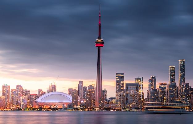 بررسی شرایط مهاجرت به کانادا
