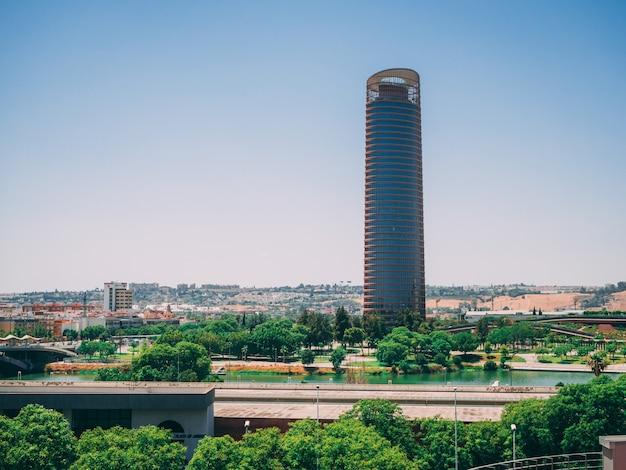 Башня торре пелли в севилье испания