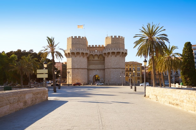 バレンシアのtorres de serranoの塔