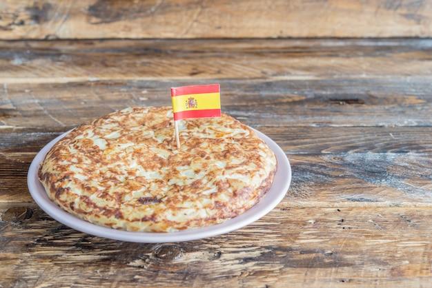 또띠아 데 파 타타 (스페인의 전형적인 오믈렛)