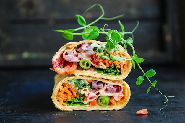 Тортилла или буррито с начинкой из овощей