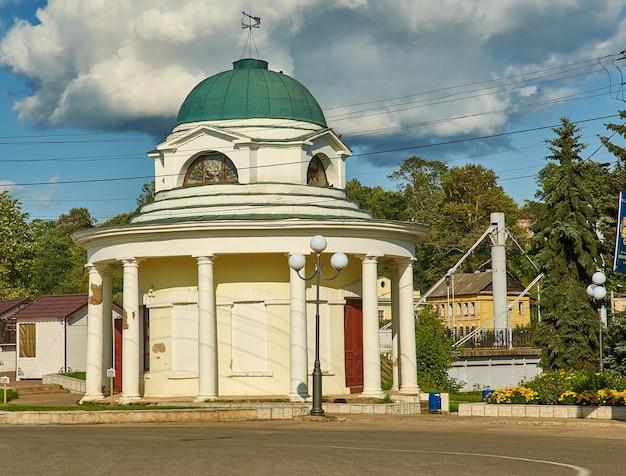 トルジョーク、ロシア、トヴェリ州の町、2019年8月6日。krestovozdvizhenskaya礼拝堂のロタンダ