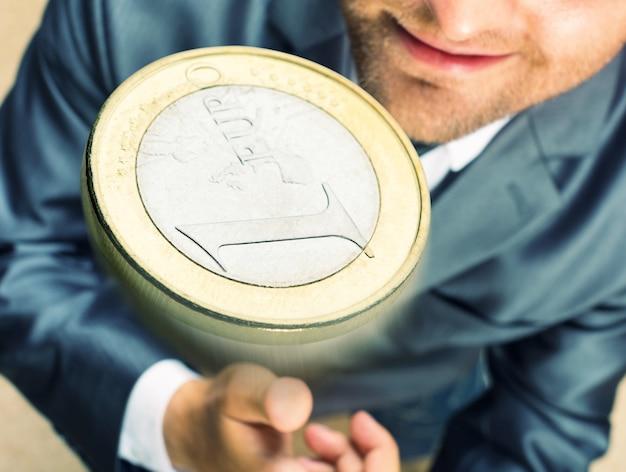 コインを投げる
