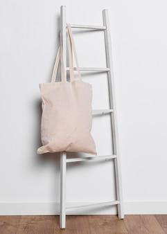 屋内はしごのトートバッグ