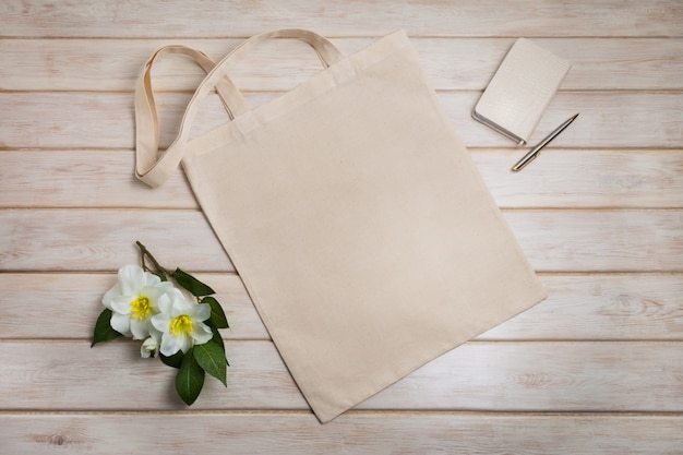 Tote bag with with beige notepad and flowers