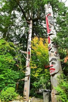 캐나다 밴쿠버의 토템 기둥 프리미엄 사진