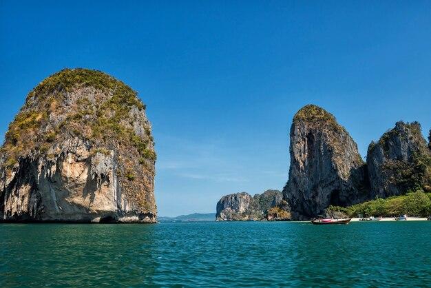 プラナン洞窟ビーチへの遊覧船
