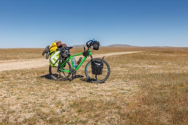 가방 몽골 대초원 더러운 도로 관광 자전거에 전체 로드 투어링 자전거