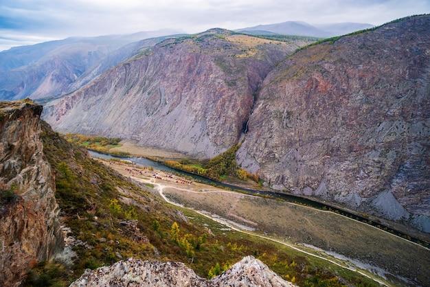 Chulyshman 강의 계곡에 있는 관광 기지. 알타이, 러시아