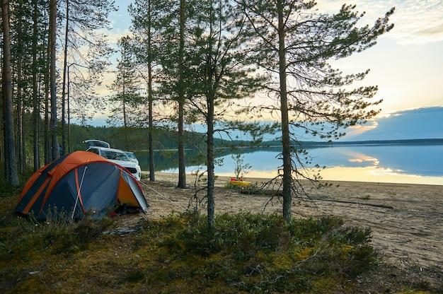 ツーリストキャンプハイコラ湖。ロシアへの旅行。カレリア共和国