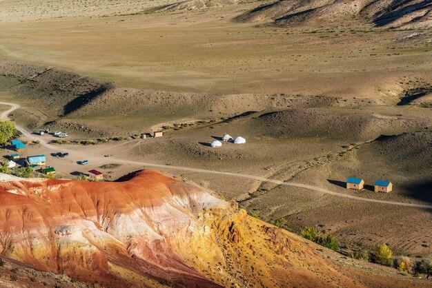 알타이 산맥 가을에 kyzylchin 계곡 위에서 알타이 화성 전망 근처 관광 캠핑