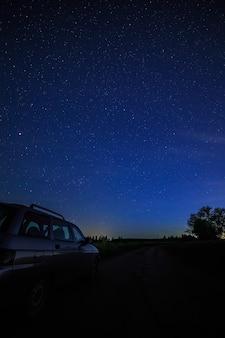 星空と天の川の観光車。