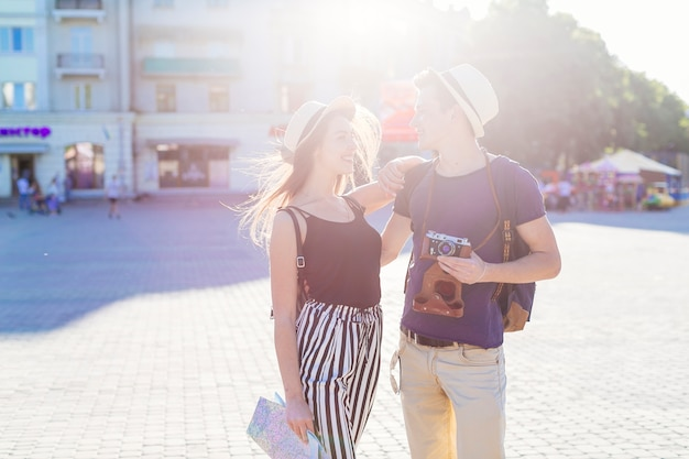Tourist couple visiting city with sun effect