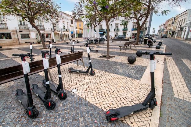 ポルトガル、ファロ市の商業の中心地にある観光ダウンタウンプラザ。