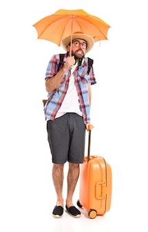 Турист, держащий зонтик