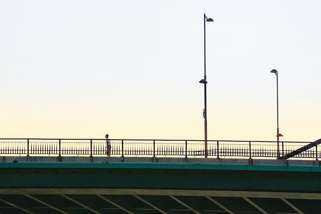 빌바오 도시 스페인을 방문하는 다리에 관광
