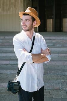 観光写真。旅行者は彼の冒険を思い出すためにたくさんの写真を撮ります。