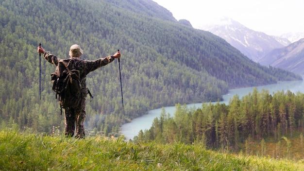 Tourist reached the destination of travel.
