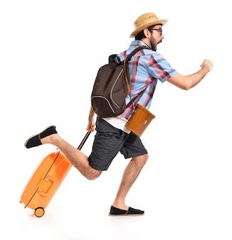 Turista che corre veloce
