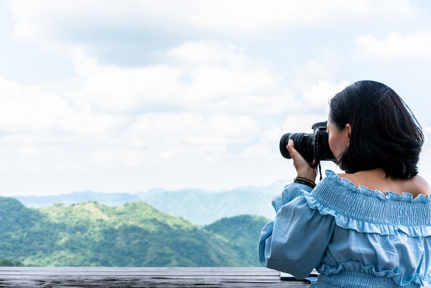 Туристический фотографировать природные пейзажи