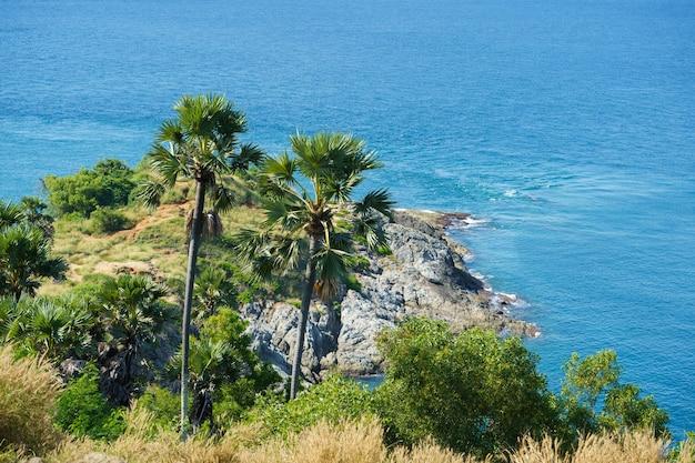 푸켓 섬, 태국의 남쪽에 phromthep 케이프 관점에서 관광객.