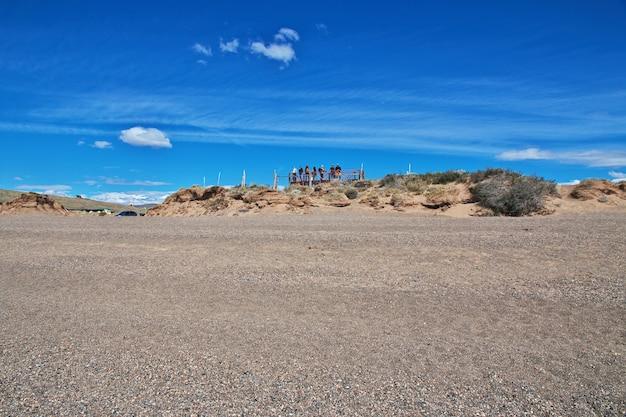 Туристы в laguna nimez reserva в эль калафате, патагония, аргентина