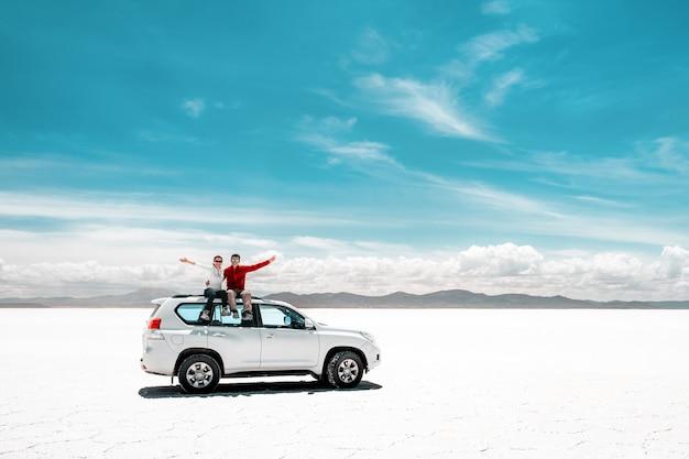 ウユニ塩原の観光客