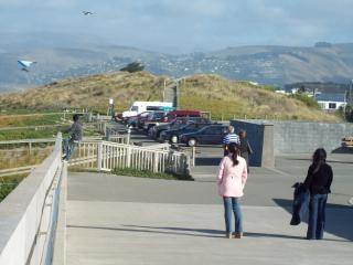 I turisti a guardare parapendio brighto nuovo