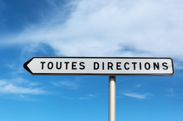 Toutes directions on blue sky