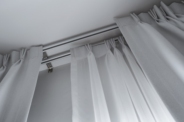 Буксирные слои штор с рельсами, устанавливаемые на потолок, светопрозрачные и светозащитные шторы