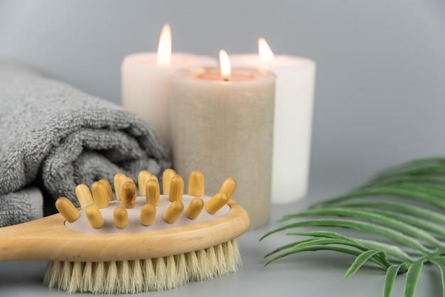 Полотенце с ароматическими свечами, флакон с натуральными органическими эфирными маслами