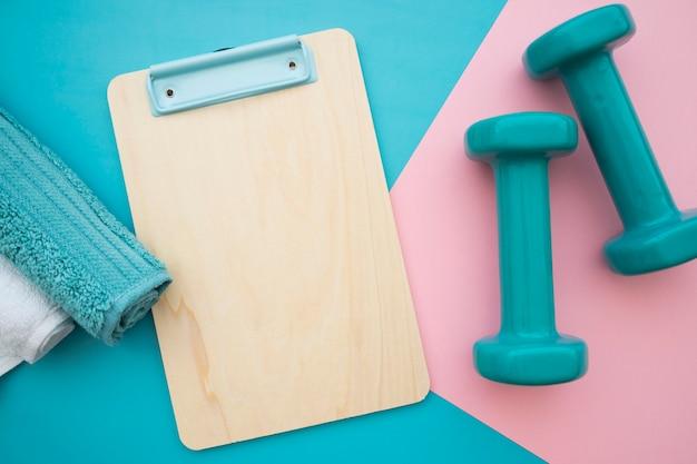 Asciugamani, appunti e manubri