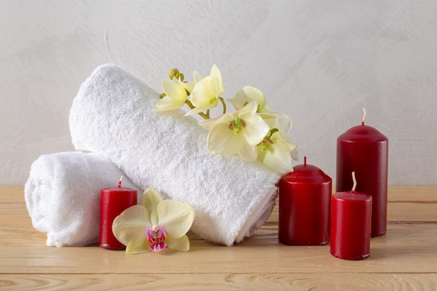 Towels roll with flower