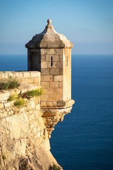 타워와 바다