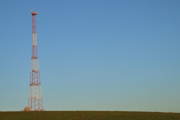 Tower of cellular communication amplification and reception