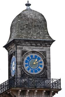Башенные часы замка данробин, шотландия, сазерленд