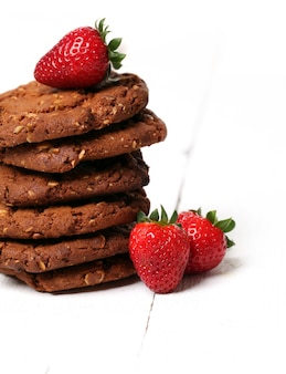 Tower from oatmeal cookies and berries