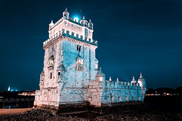 밤에 벨렘 탑. 리스본, 포르투갈.