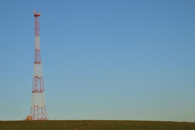 셀룰러 통신 증폭 및 수신 타워