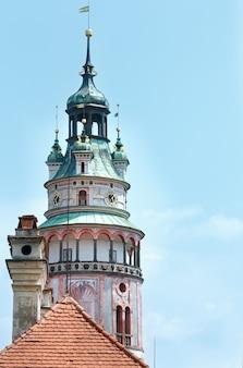 チェスキークルムロフ城の塔(チェコ共和国)。それは1240年にさかのぼります。