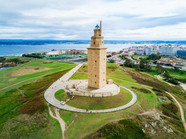 헤라클레스 타워 또는 토레 드 헤라클레스는 스페인 갈리시아의 코루나에 있는 고대 로마 등대입니다.