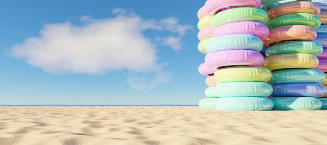 Башня надувных колец на пляже